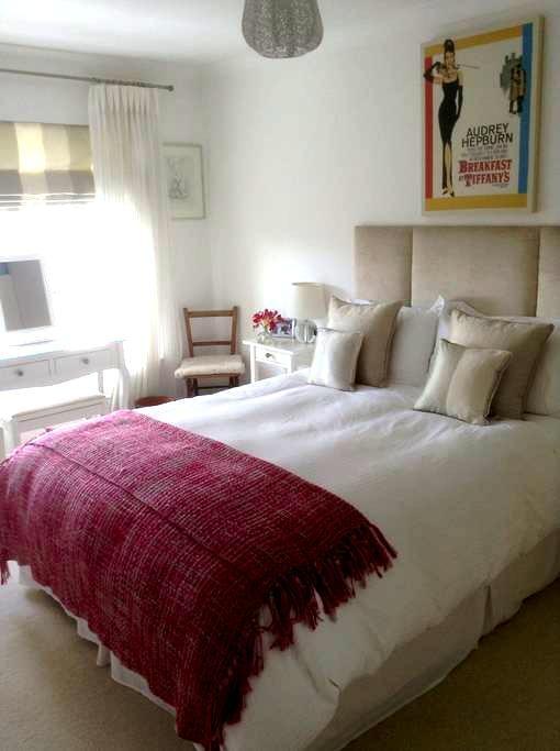 Room in beautiful sunny beach flat. - Westbourne - Apartamento