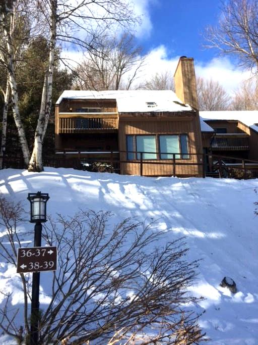 Newly renovated at the base of Sugarbush Mountain - Warren - Apto. en complejo residencial