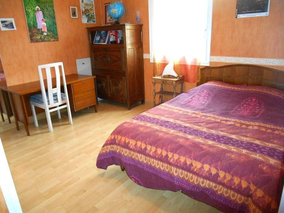 Grande chambre avec SDB - Couëron - Maison