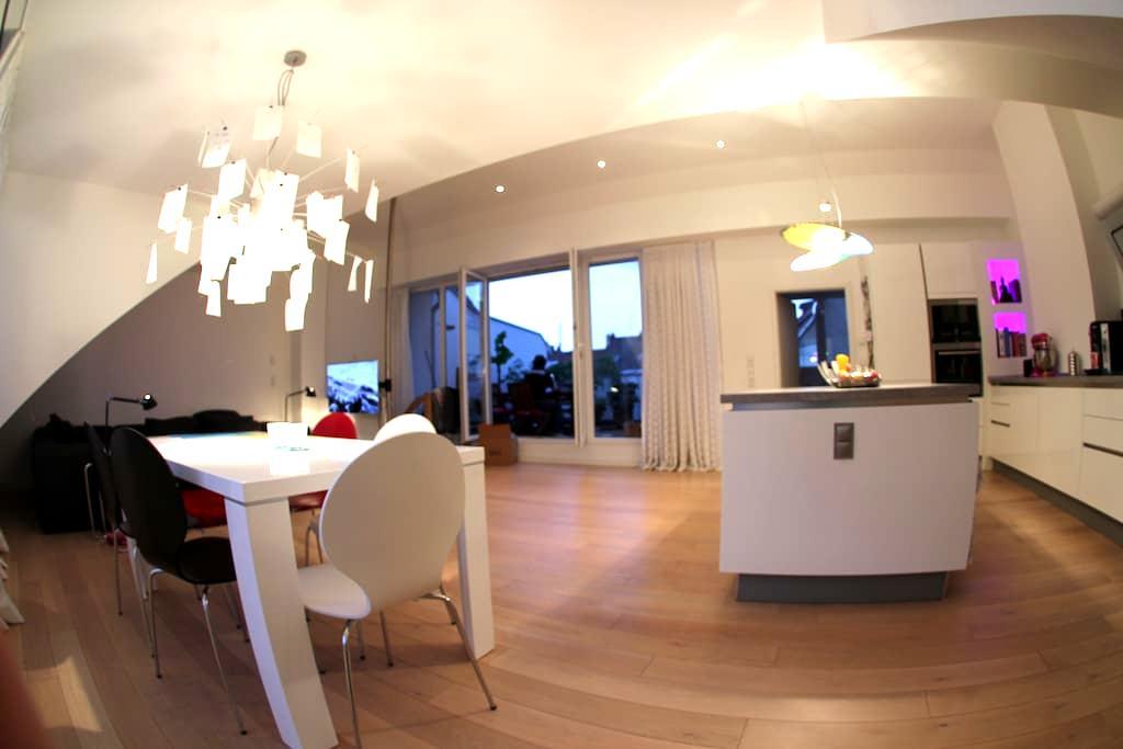 Spacious room in lovely loft. - Düsseldorf - Loft