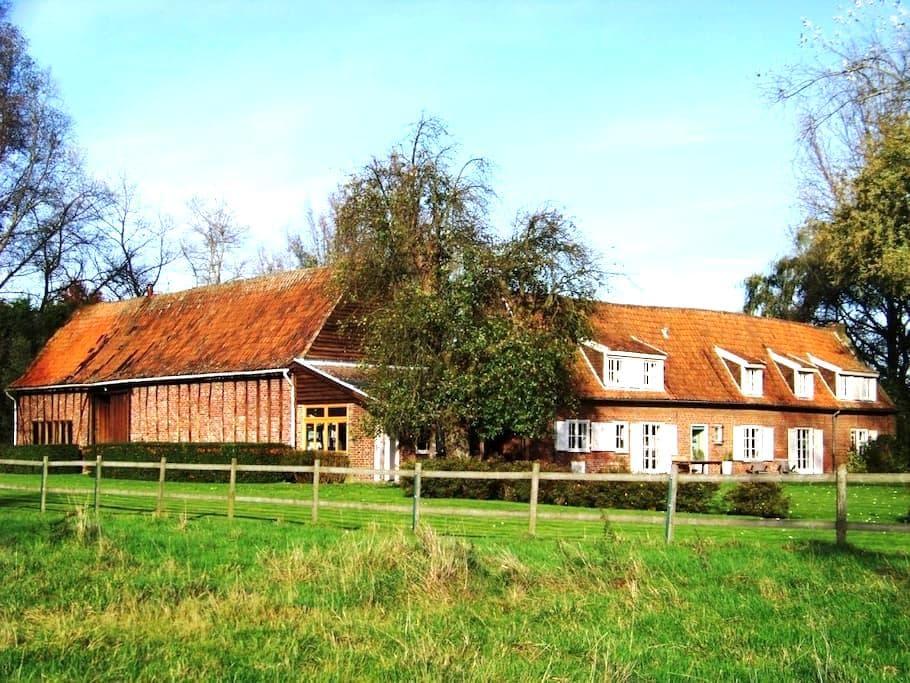 Gite la Métairie, ferme remarquable du 19° siècle - Cysoing - House