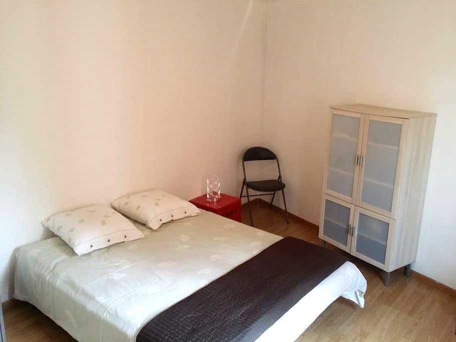 Chambre chez l'habitant Centre Ville - Les Abrets - Gästhus