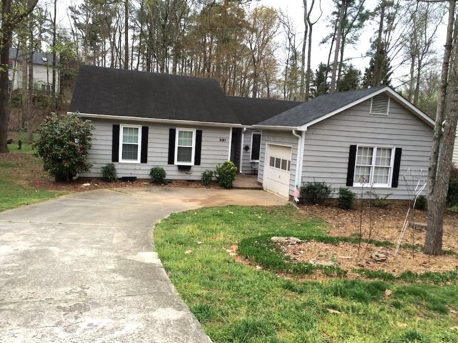 Warm and Inviting Ranch-style Home - Cary - Talo