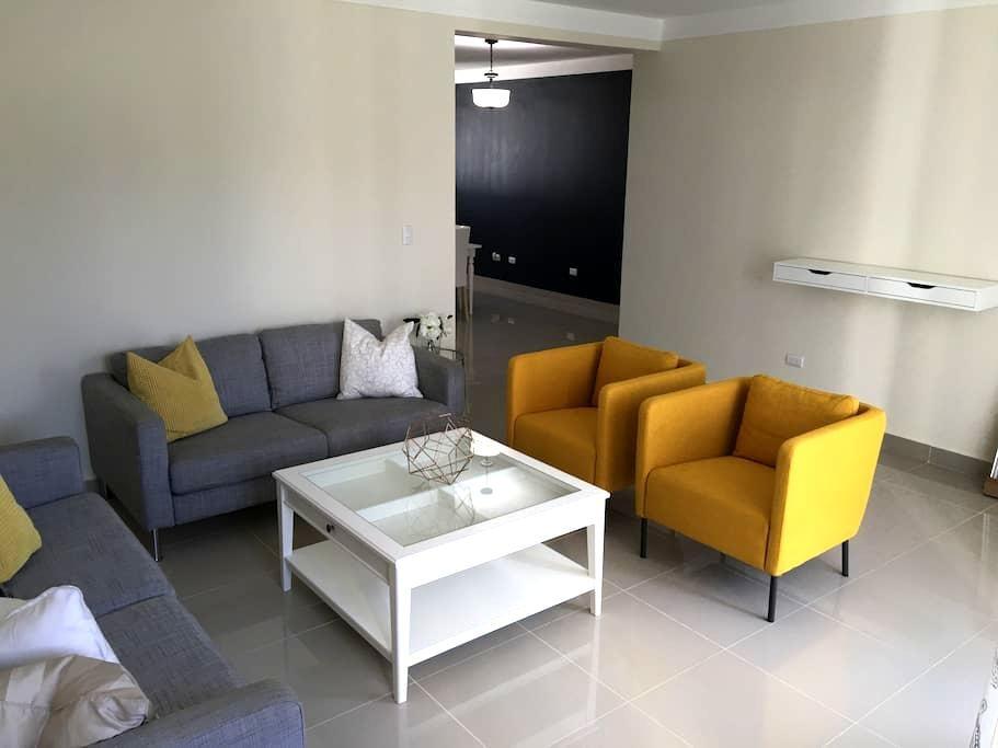 DeVeras 3 bedroom apt w/ free WIFI - Santiago de los Caballeros - 公寓