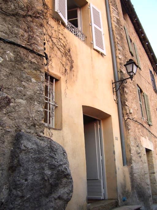 Petite maison de village atypique - Fayence - Rumah