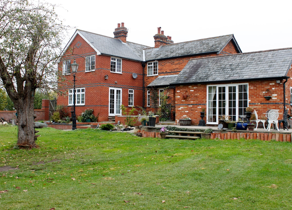 Poppy Hill Cottages B&B Lavender Rm
