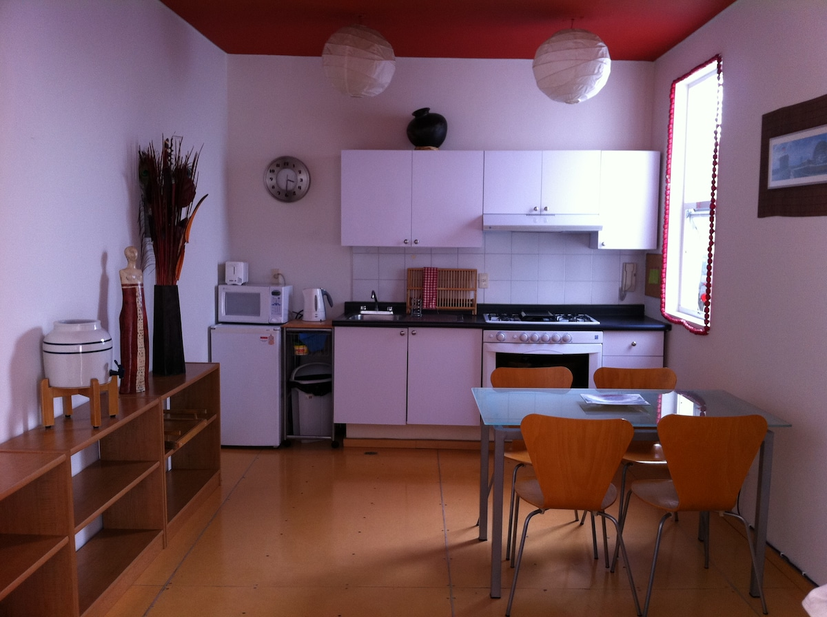 Completely equipped kitchen.  Cocina completamente equipada;