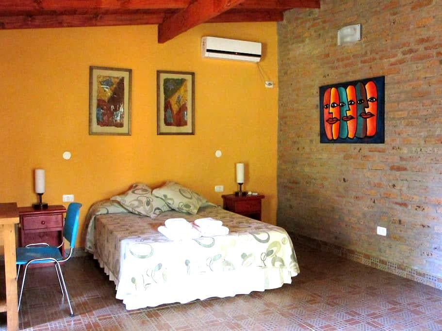 Casa Yaguarete Room one people - Puerto Iguazu - 家庭式旅館