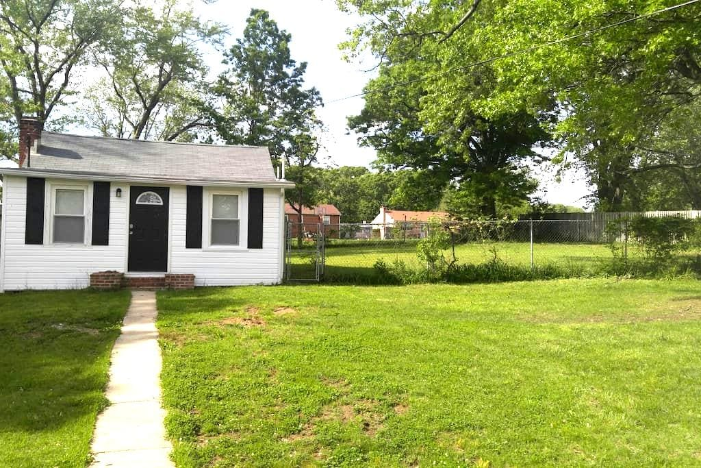 1Bed/Bath; Free Parking & Close to Metro to D.C. - Suitland-Silver Hill - Ev