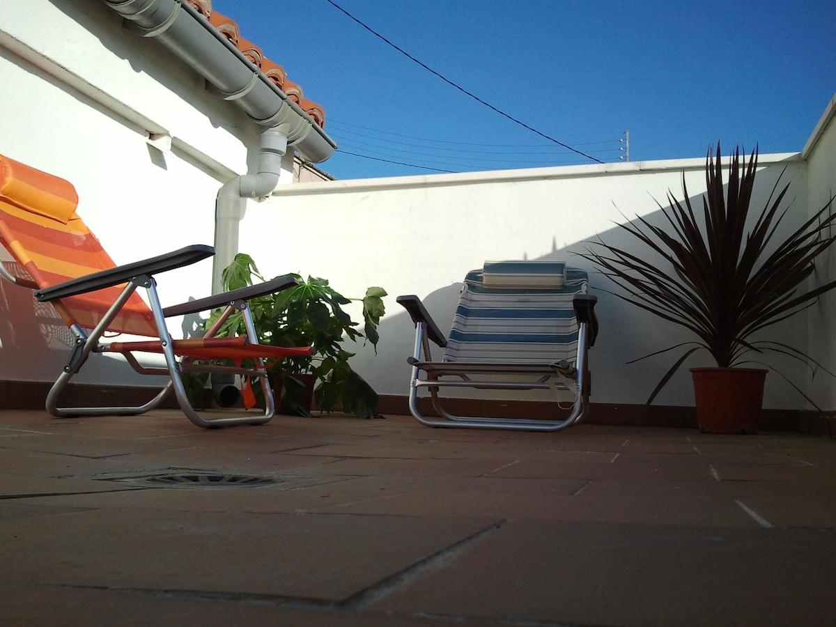 Amplia terraza para descansar.