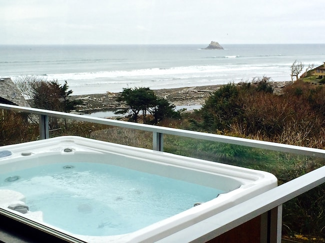 Enjoy the sound of the ocean and watch shooting stars at night in the Marquis 3-person hot tub.