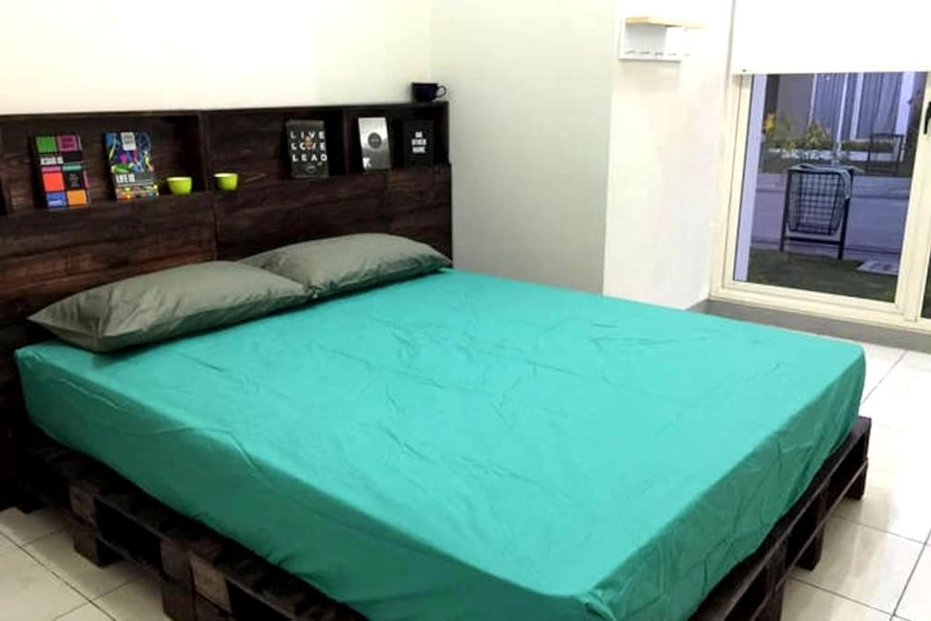 Rustic Style Room For 2 With A/C - Bandung - Rumah