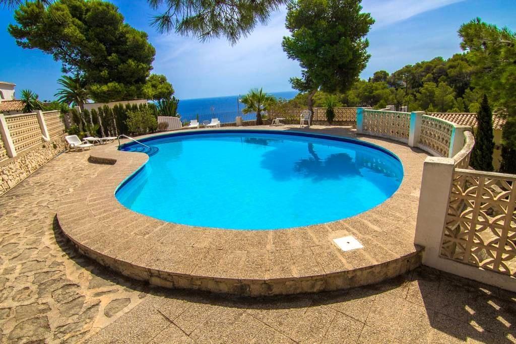 Casa luminosa con piscina y vistas al mar, playas - Jávea
