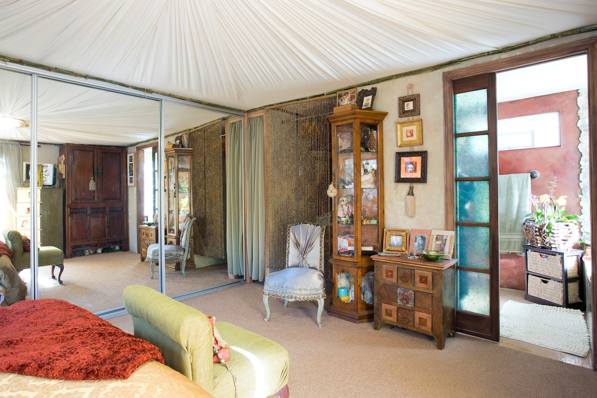 The 250sq.ft. suite is detached from the main house