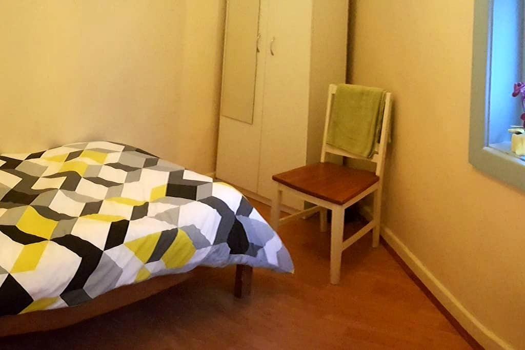 Bedroom for 1 + garden - Double Bay