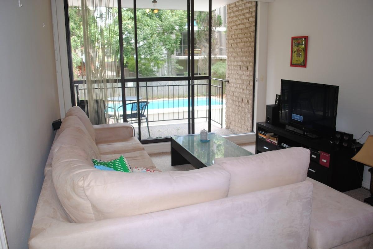 Great Bondi location pool & balco!