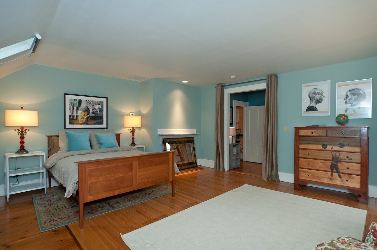The Roost-Master Suite-The Lion