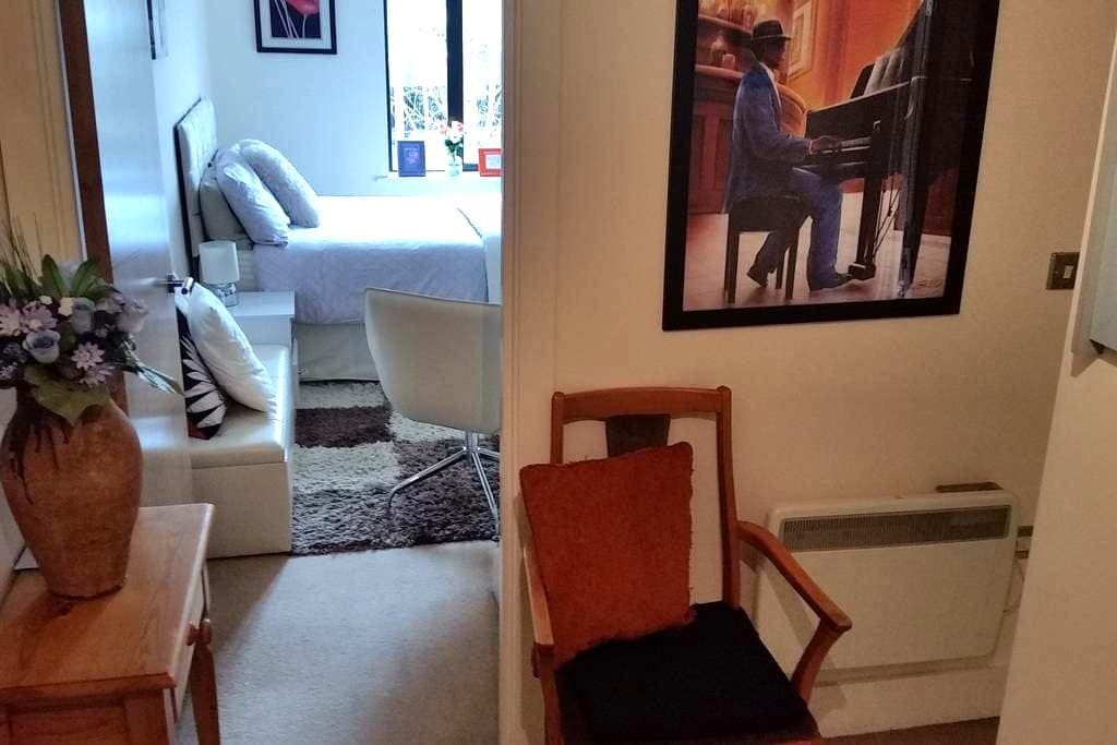 Cosy room with private bathroom in the City Centre - Birmingham - Apartment