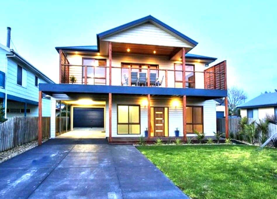 Modern airy double story home - Sunderland Bay - House