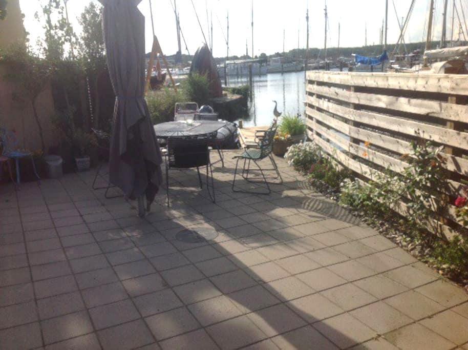 Charmerende byhus med egen bådebro. - Svendborg - House