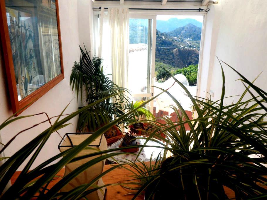 Beautiful house with mountain views - Tàrbena - Şehir evi