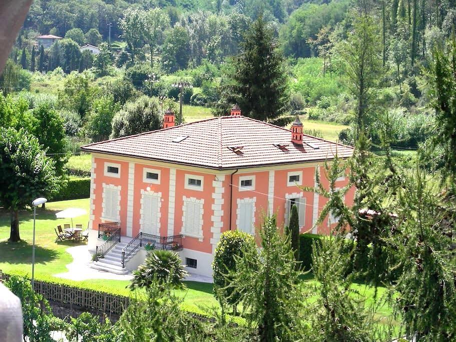 Villa Liberty Mediavalle - Valdottavo - บ้าน