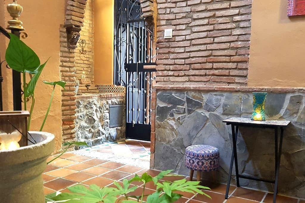 Precioso bajo,patio albaicinero - Granada - Apartment
