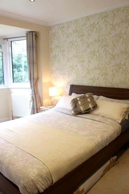 Beautiful Room only 30mins from Central London - Purley - Maison