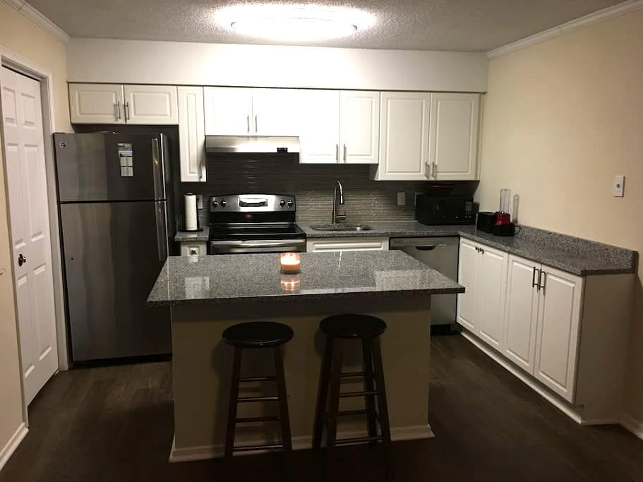 Sorry no loner hosting - Fairfax - Apartment