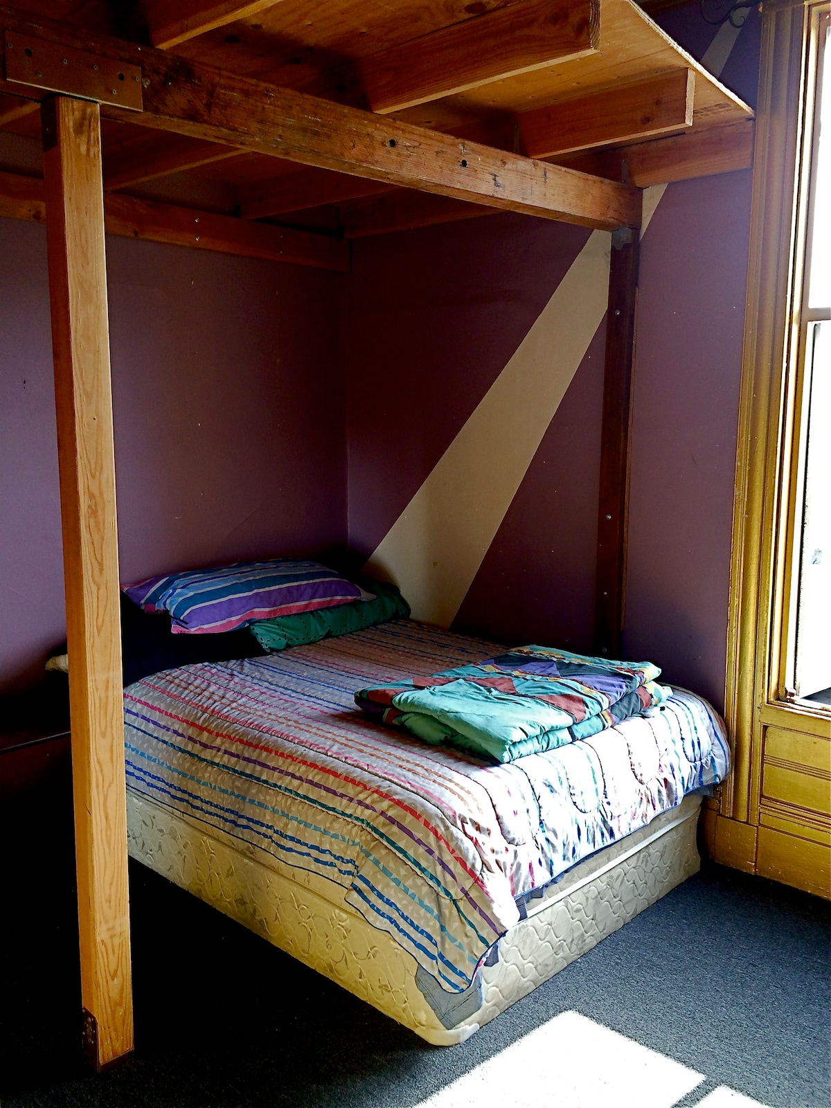 Private room for 2 in cool SF apt.