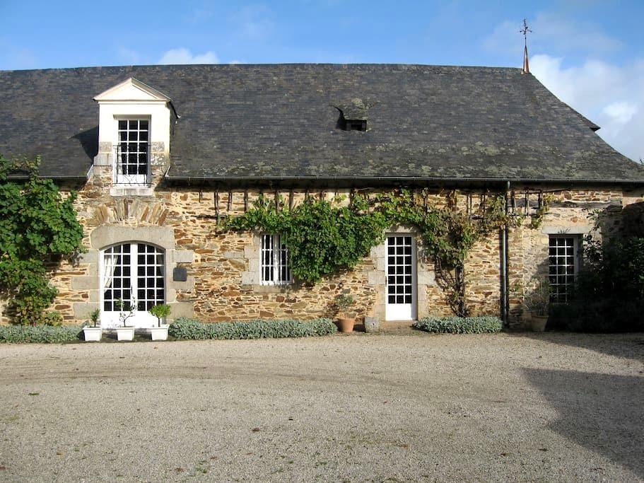 quiet room, house of character. - Saint-Berthevin - Hus