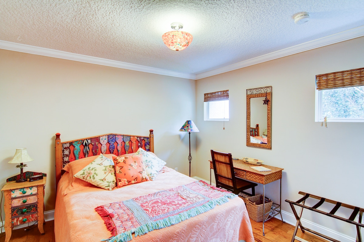 Queen sized bed with desk in Caribbean Room