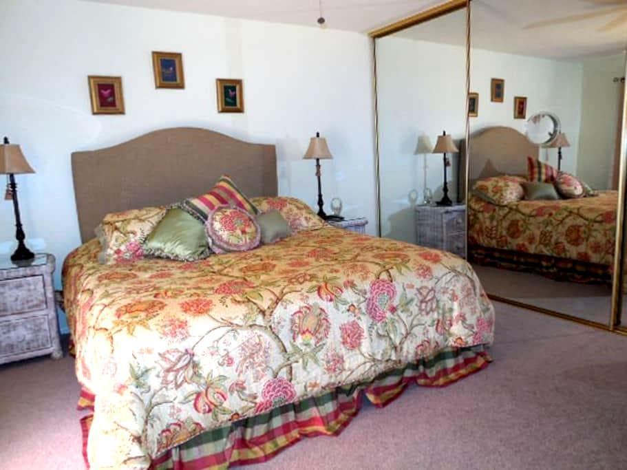 Serene, Quiet, Spacious Room in a Parklike setting - Laguna Hills - Hus