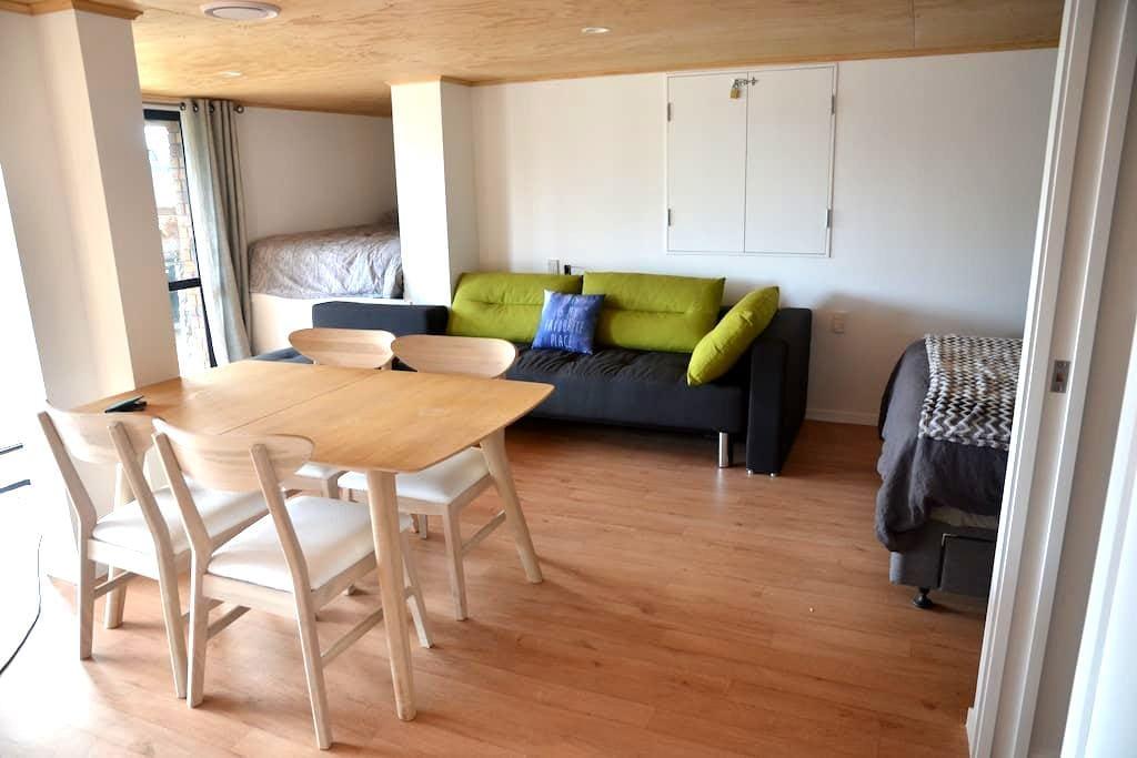 Beautiful new studio by the beach - Tauranga - Appartement