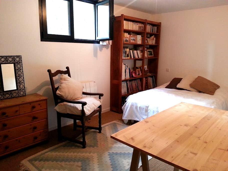 Chambre spatieuse dans une maison - Garches - 连栋住宅