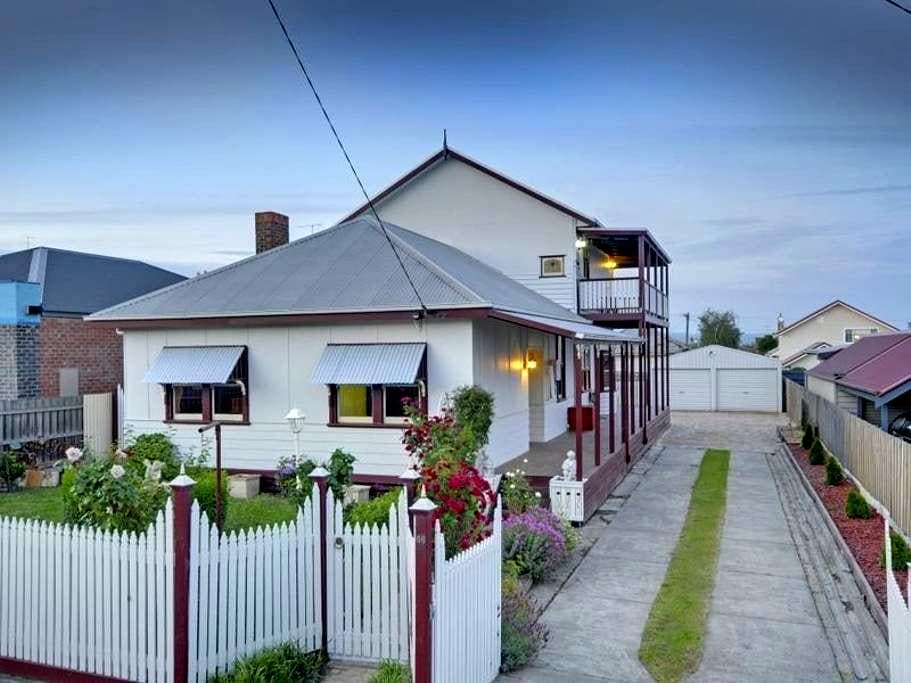 Damacus Rose Lodge B & B Traralgon - Traralgon - Bed & Breakfast