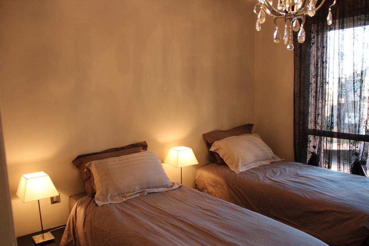 2e chambre avec 2 lits, possibilité de lit double