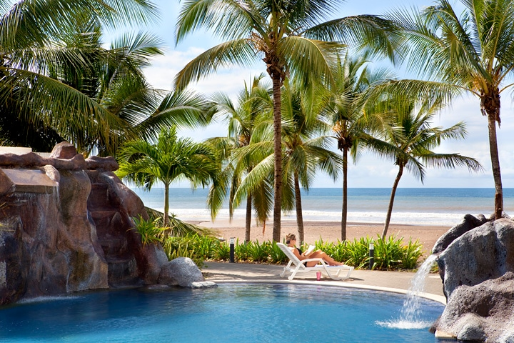 Ocean front pool at Diamante del Sol