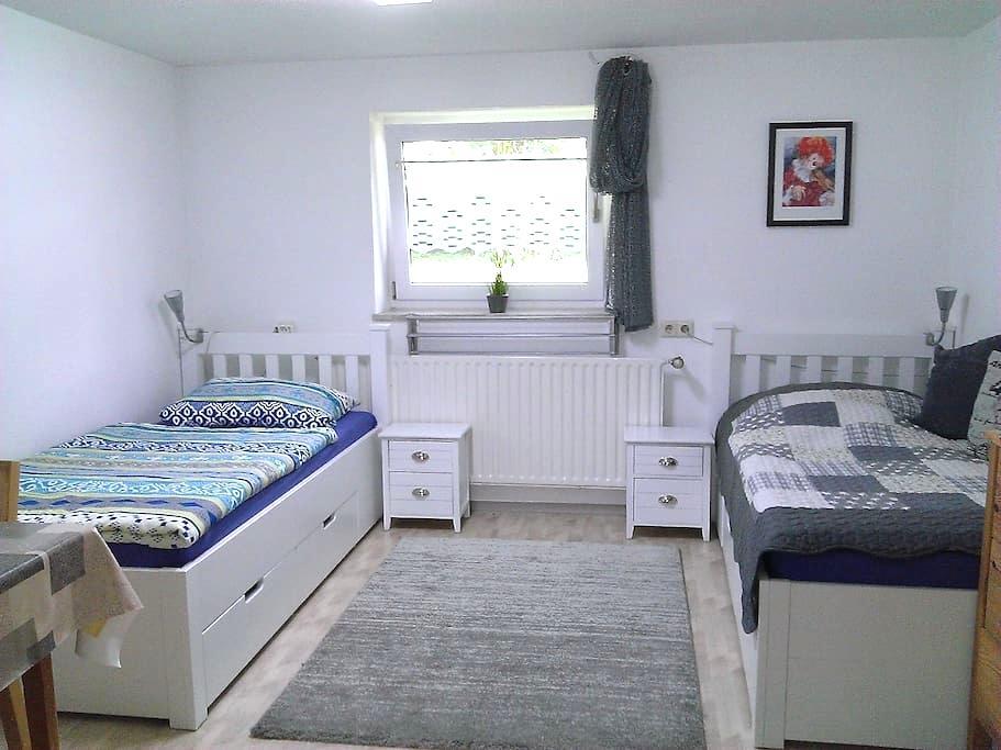Ruhig gelegene Einliegerwohnung - Haunsheim - Appartamento