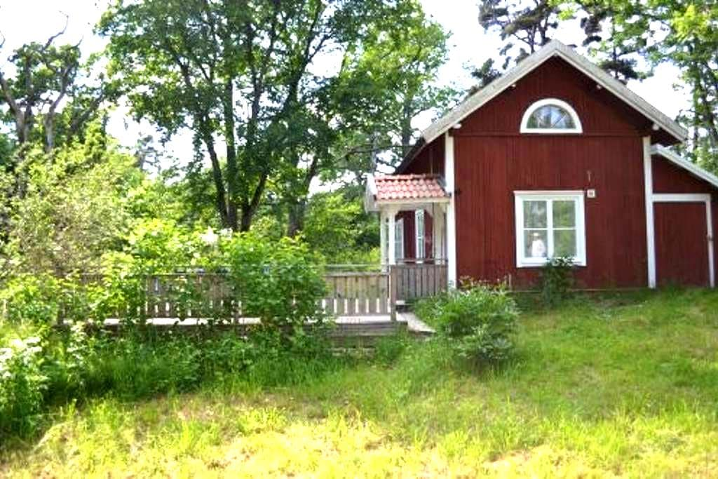 Newly renovated country cottage - Åkersberga