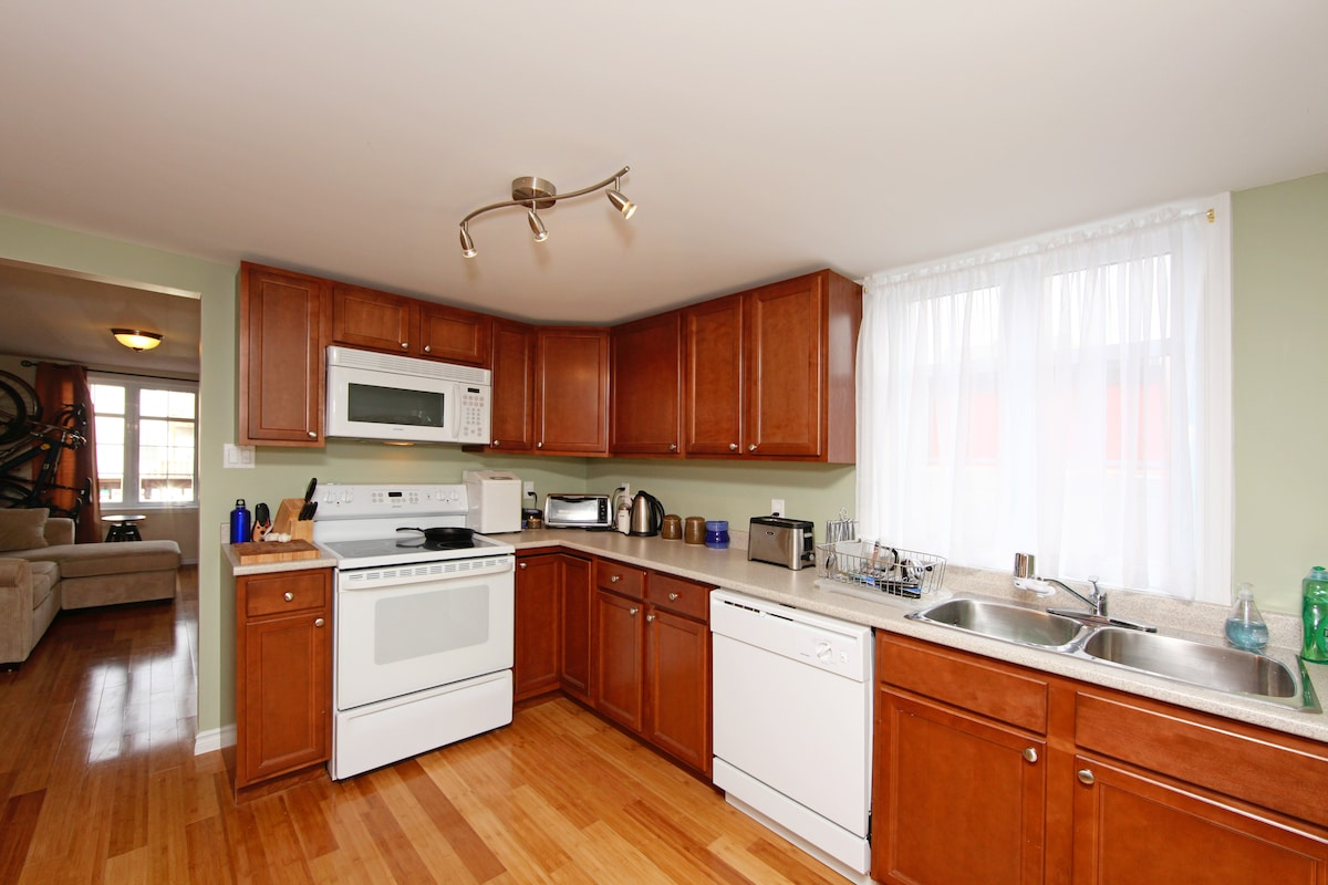 The newly remodeled kitchen, there's even a bread maker and pasta maker if you're feeling ambitious!