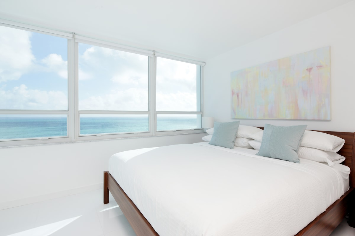 King Size bed with 180 Degree Ocean Views