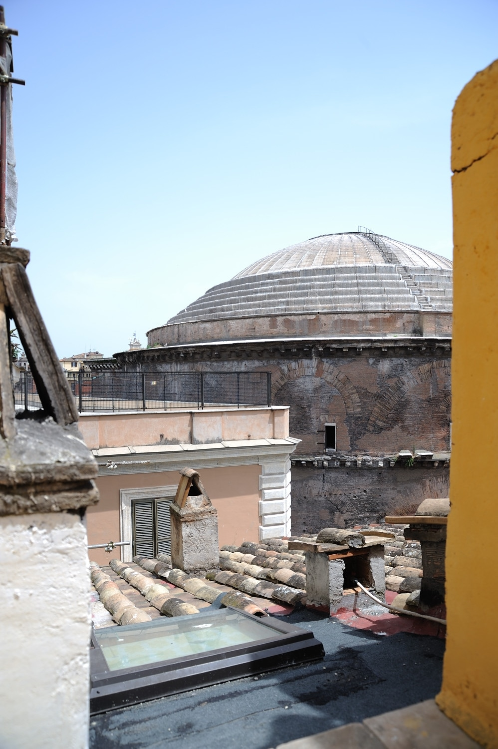 App with terrace overlooking the Pantheon