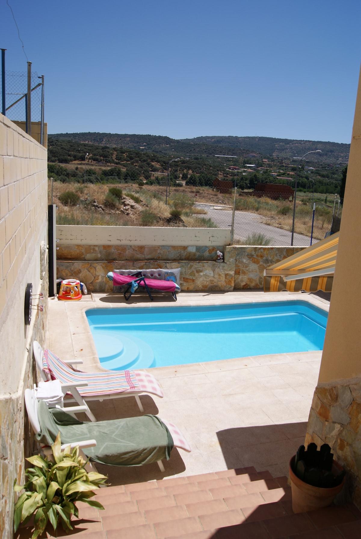 Casa con piscina de 4 hab.