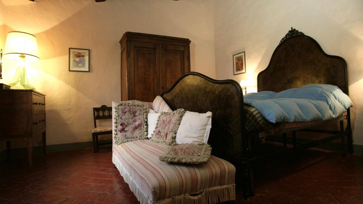A little house in the Crete Senesi