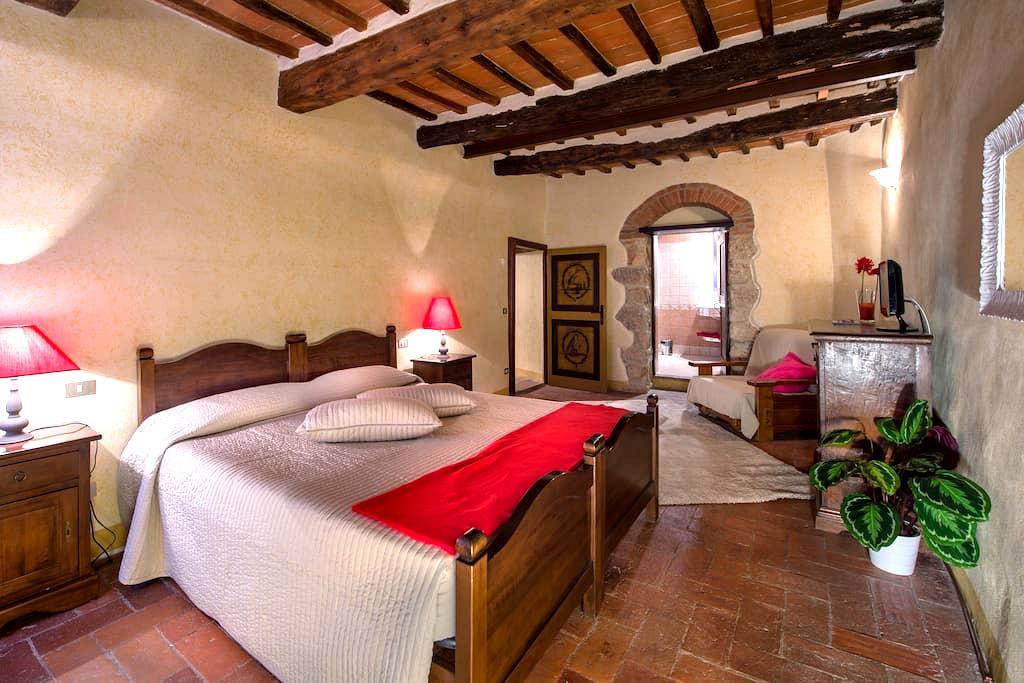 The Red Bedroom B&B  Monteriggioni - Monteriggioni