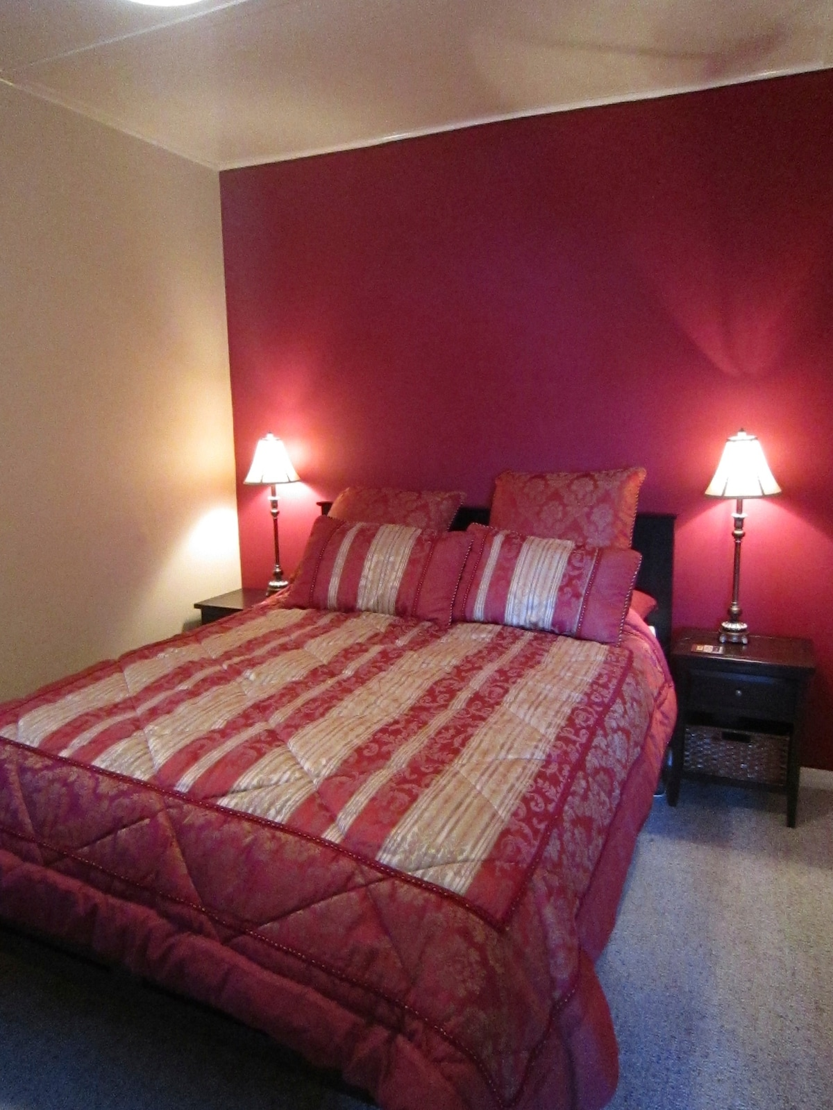 The bedroom has a queen bed and a high quality Wellington Beds mattress.