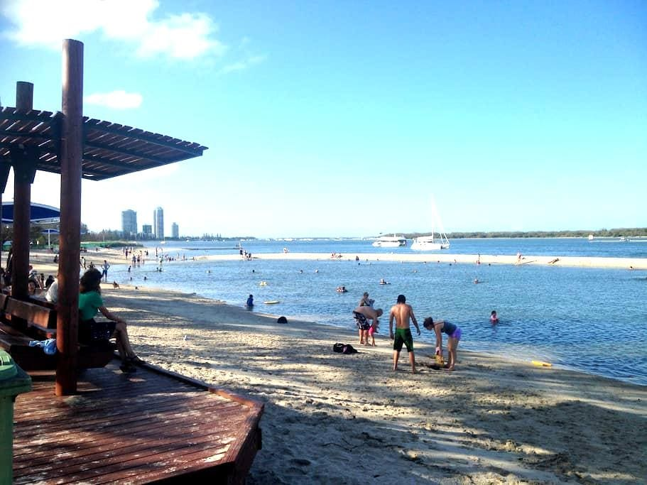 Close to Theme Parks, Beach & Shops - Biggera Waters - アパート