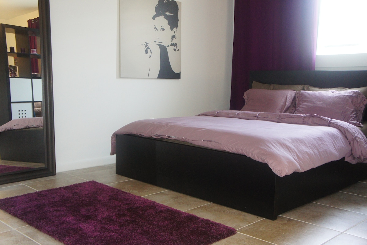 Queen size bed and high quality mattress for maximum comfort.