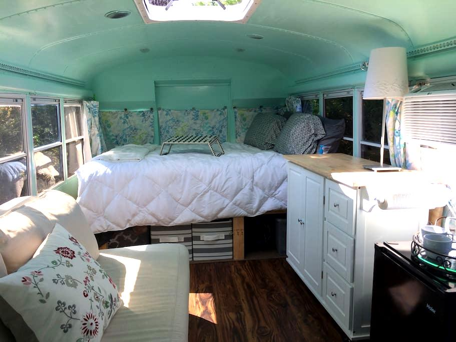 Backyard Bus - A Unique Glamping Experience - Ball Ground